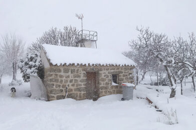 Guesthouse for weekend getaway from Madrid, under the snow